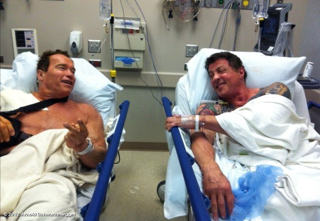Schwarzenegger y Stallone en el hospital