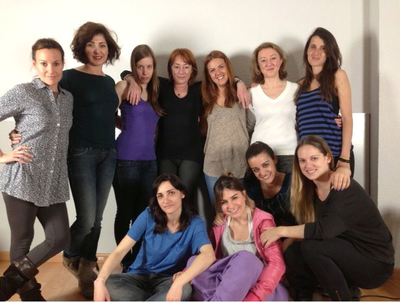 Gracia Querejeta con las actrices de 'Cordelias'.